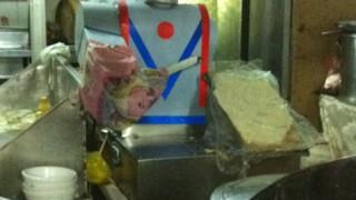 中国のロボット刀削麺はイケメンに進化中