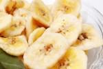 中国のバナナチップスの袋で売られた別の商品