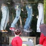 中国の洋品店のちょっと変わった吊り下げ型の商品陳列