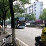 【悲痛】中国の満員バスに乗れなかったおじさんの抵抗