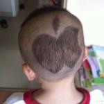 アップルマークの髪型の子供たち