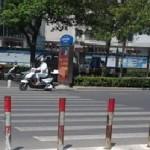 ワープする中国の横断歩道