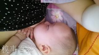 母乳で育てる中国のおかあさんがいつでもどこでもすぎる