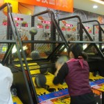 どうしても勝ちたくなる中国のフリースローゲーム機