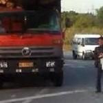 本当に積載し過ぎる中国の過積載トラック