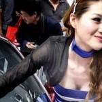 セクハラ覚悟でなきゃ勤まらない中国の自動車ショーのコンパニオン