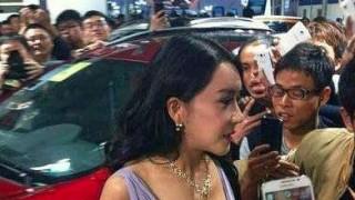 中国の女性モデルは露出の多さでPR力を競います