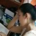 中国の夏の女性のエアリアルな髪型