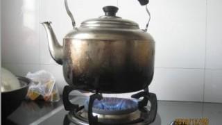 中国では水道の水は沸かしてから飲みます。