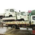 中国のトラックは三段積みの過積載