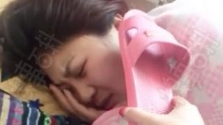 中国の寝起きの女子にいたずらしてみました。