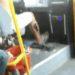 中国の公共バスの運転手のカンフーなシフトレバーさばき