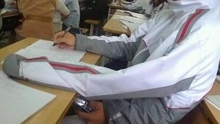 授業中に携帯を見る方法