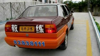 中国の自動車学校の教習車が起こした 何で?って思える事故
