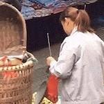 【公開】中国のイカサマ露天商のおばちゃんが重量をごまかすテク