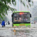 【スゴすぎる】水の中でも走る中国の公共バス