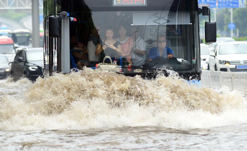 中国の大雨のバス