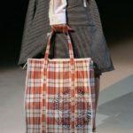 【悲報】ヴィトンのバッグが中国のズタ袋にそっくりなんだけど
