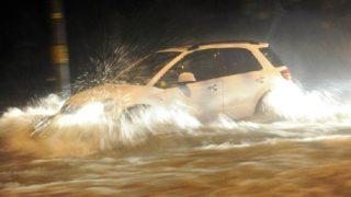 中国では車が水中にあるのはデフォルトになりました。