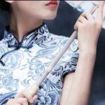 """【何ちゅう大胆!】これが中国の究極の夏ファッション!涼しすぎる""""青花磁器チャイナドレス"""""""