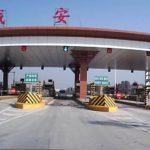 中国の高速道路の料金所で増えてきた女性スタッフ