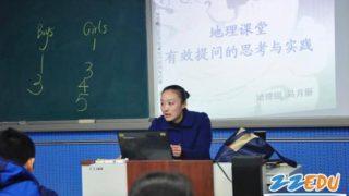 【中国の学校】プロジェクターを使った授業で生徒が学ぶこと