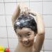 中国では子どもの洗髪は道端でしちゃいます