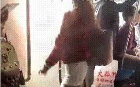 跳舞 ー 公共の場でも運転中でも急に踊りだす中国の人たち
