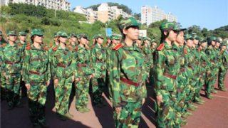 """军姿站 ー 中国の""""軍人立ち""""というただ立ってるだけの試練"""