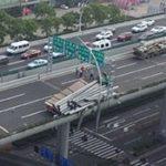 中国の道路には大迷惑なトラックがいっぱい