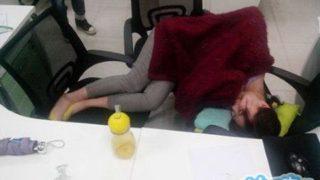 中国人のやっぱりしちゃう職場でのお昼寝がどんなとこでもすぎる