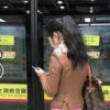 ながらスマホでも安全に街を行く中国の人