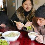 中国では仲良くしたい人のお椀におかずを載っけます