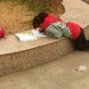 中国っ子の宿題の片付け方がいつでもどこでもすぎる