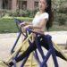 中国の公園の健康器具の想い想いの使い方