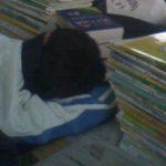 中国の学校のお昼寝の時間の寝る姿勢の工夫の失敗例