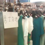 中国 レディスファッションのショップの入り口は相当遊園地っぽい。