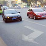 中国の道路の矢印標示はちょっと雑。