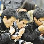 食べ散らかす中国の人
