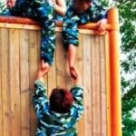 中国の各団体では軍隊演習が行われます。