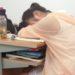 中国の学生の教室での涼み方