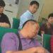 中国の銀行の待合にいる豪気な人