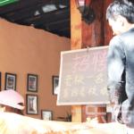 求人しますと書いた中国のお店の黒板