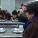 中国の地下鉄にも直接水が飲める水飲み場があります(キリッ!)