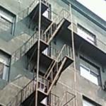 中国では非常時にも非常階段を使ってはいけない場合もあります。