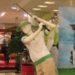 中国のゴルフウェアのマネキンのポーズが???