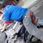 今日も中国は過積載のバイクが街を駆け抜けます。