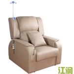 中国の病院にあるゆったりソファーに似合わないゆったりしすぎた座り方