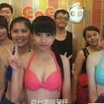 """中国で夏の販売促進で人を呼ぶには""""ビキニ""""を着ます。"""