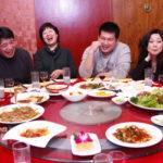 【なぜ?】中国の仲間同志の飲み会ではまず全員のスマホを集めます。